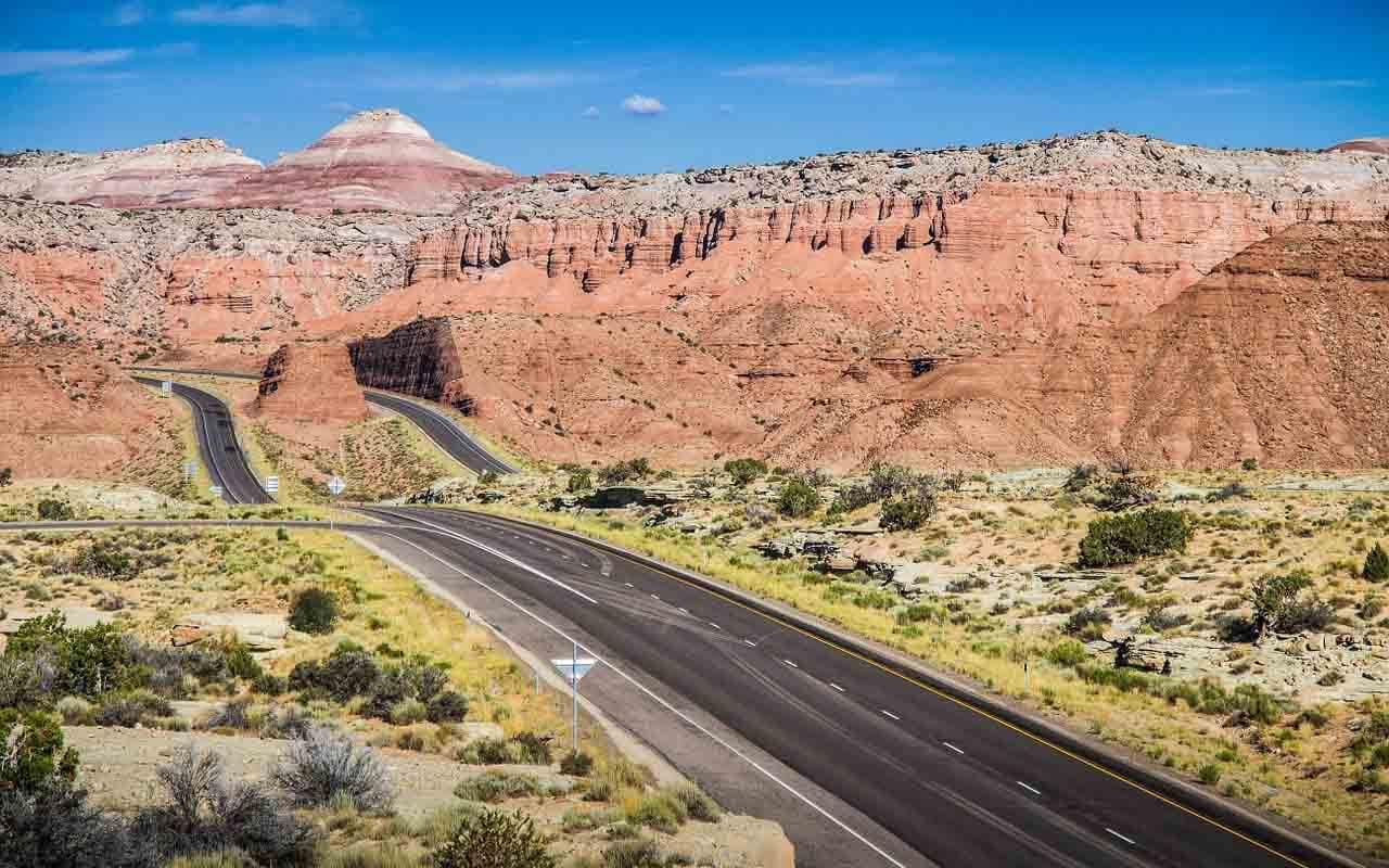 Highway durch die Wüsten der USA