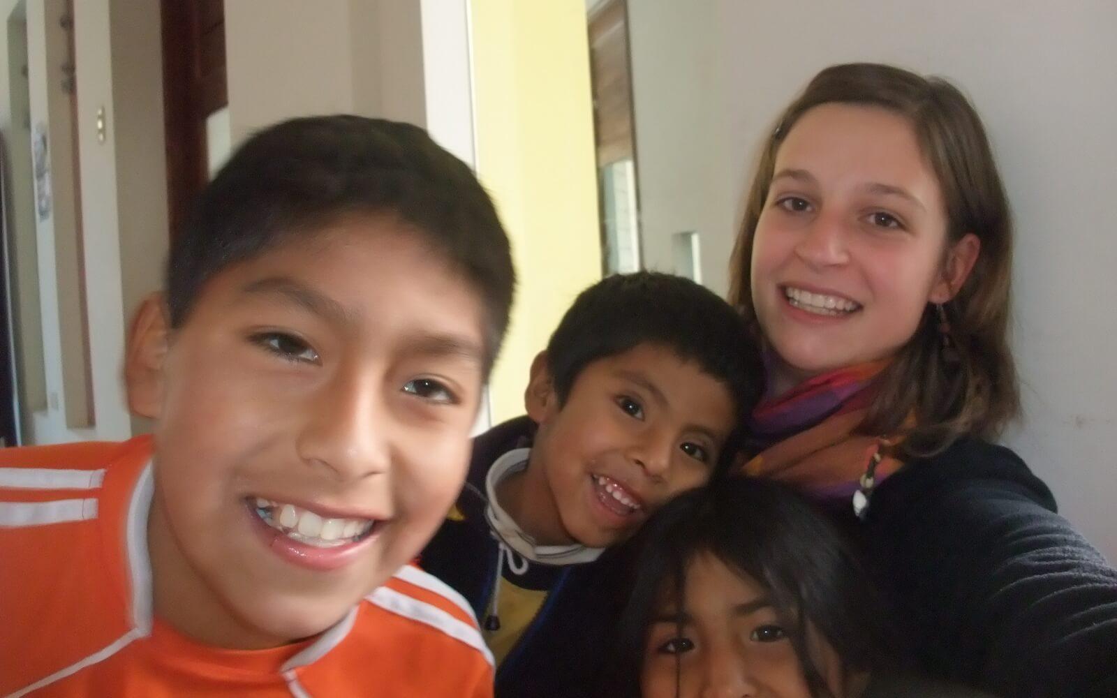 Katrin und die peruanischen Kids