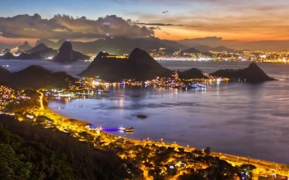 Silvester feiern in Übersee: Rio de Janeiro bei Nacht