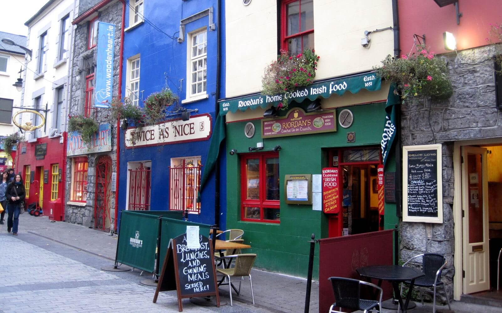 Antonina bei den Iren: die Quay Street in Galway