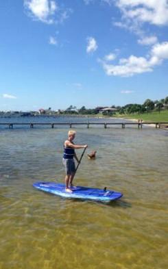 Malte lernt Paddle Surfing