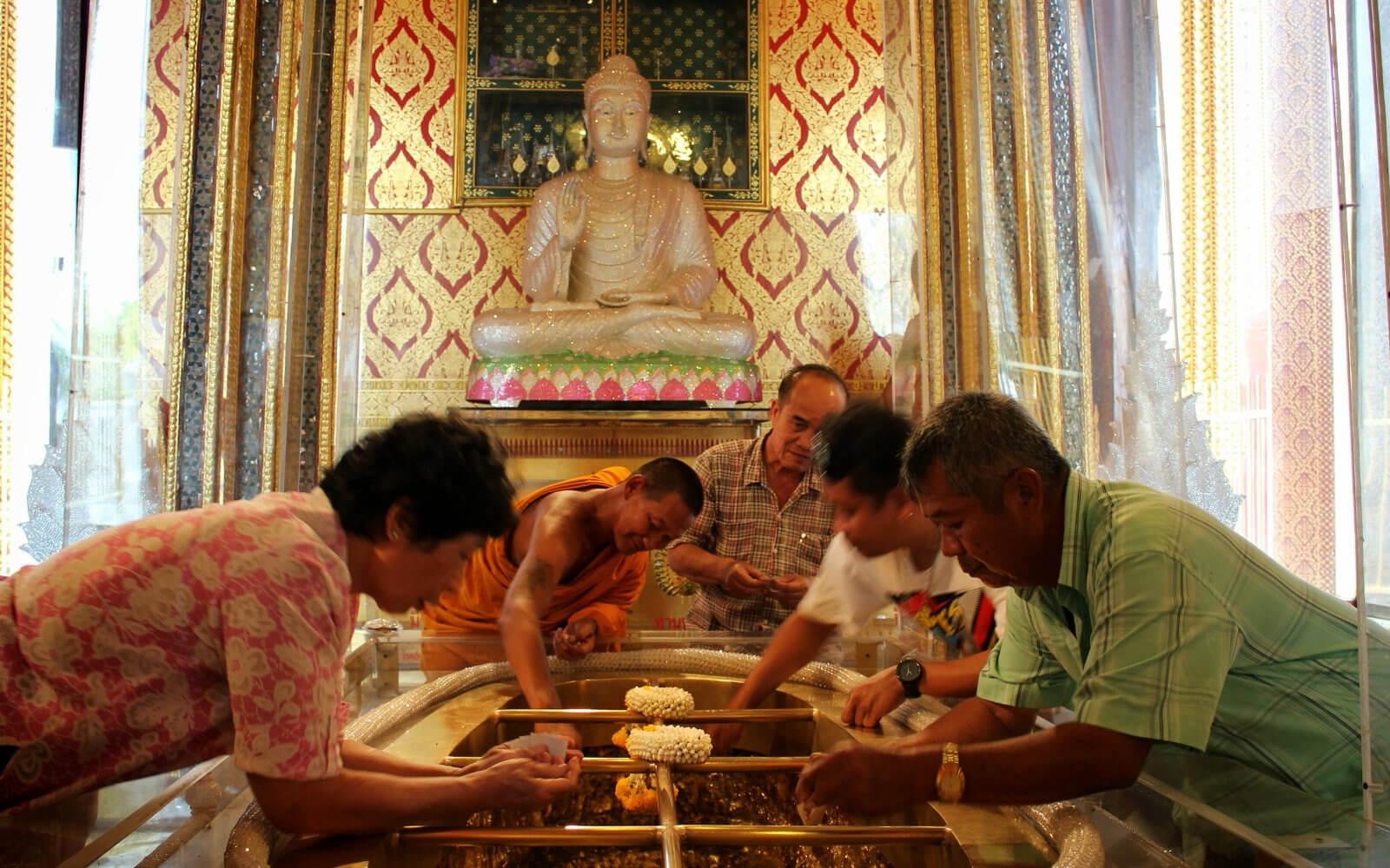 Thais beim Handwerkeln