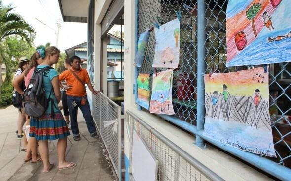 Freiwilligenarbeit in Asien: Malereien der Kinder