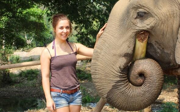 Freiwilligenarbeit in Asien: Wiebke und der Elefant