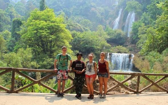 Freiwilligenarbeit in Asien: Trekking Ausflug zu den Wasserfällen