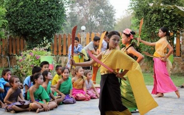 Freiwilligenarbeit in Asien: Tanzgruppe