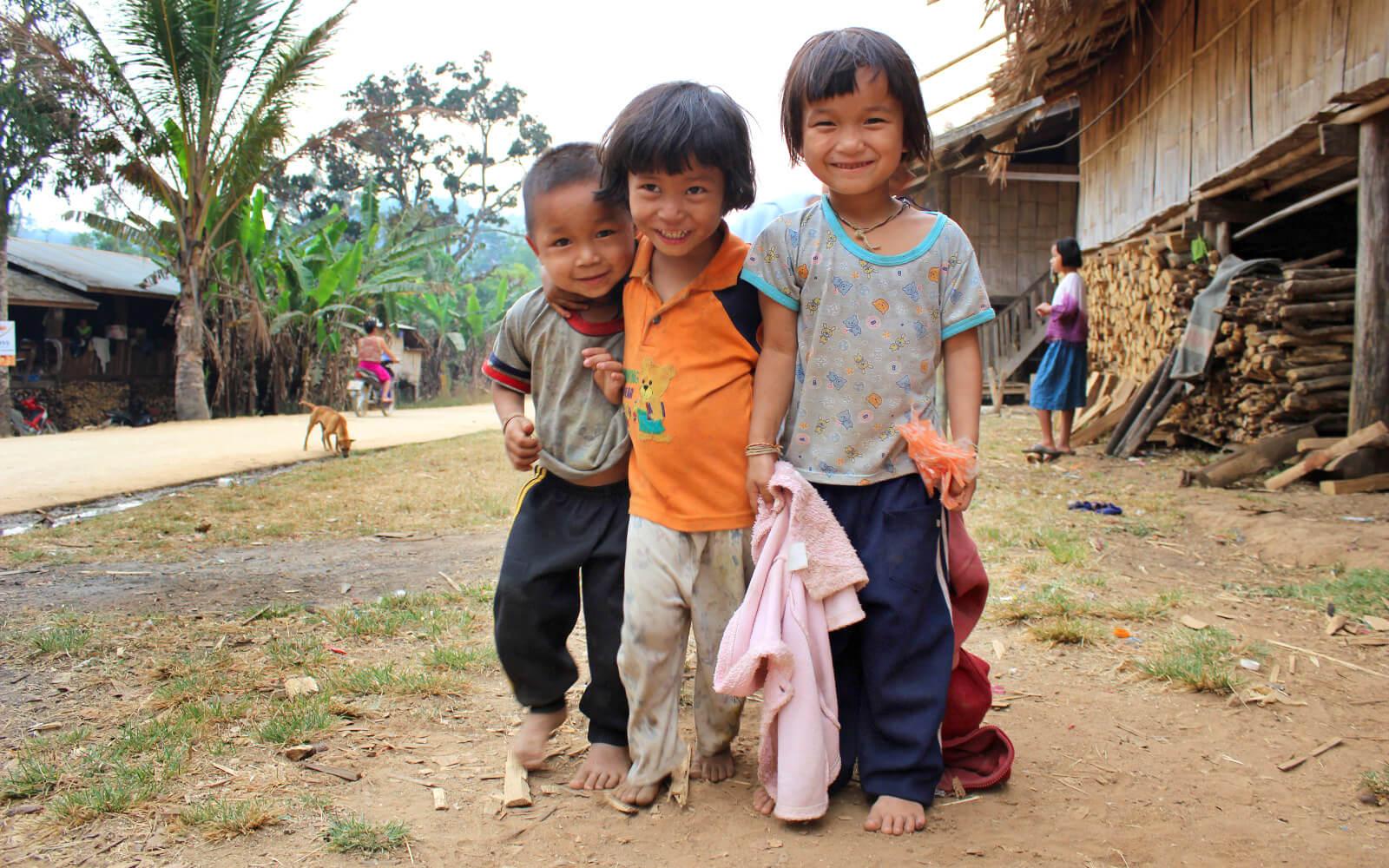 Drei Kinder aus dem Kinderheim