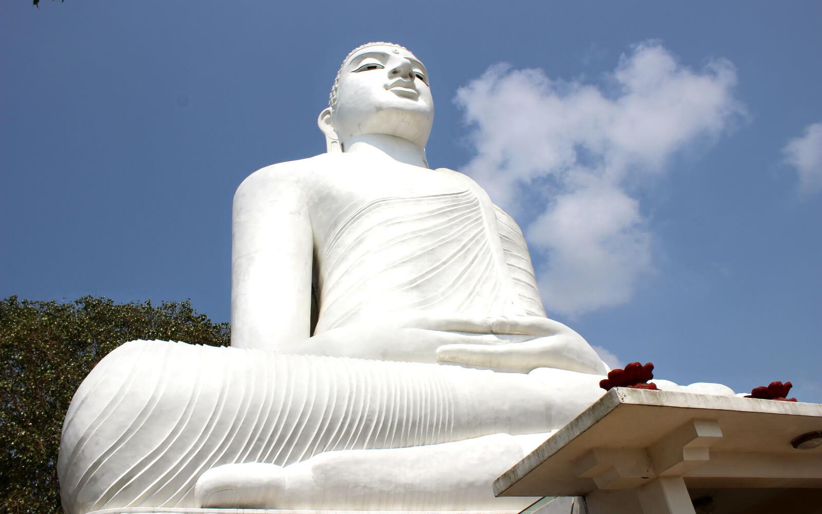 Riesiger weißer Buddha