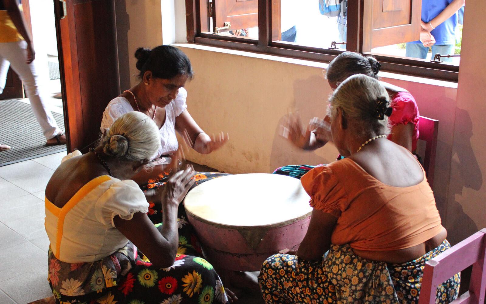 Frauen beim Musizieren