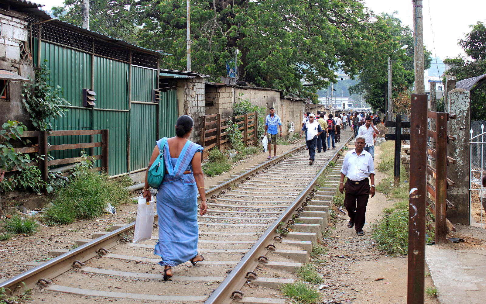 Spaziergang auf den Gleisen