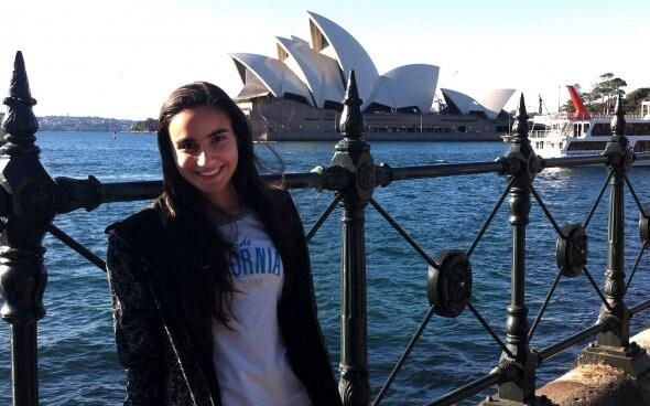 Vincenza vor dem Sydney Opera House