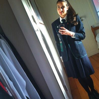 Vincenza in Schuluniform