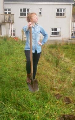Kim bei der Feldarbeit in Irland