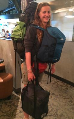 Alina voller Gepäck