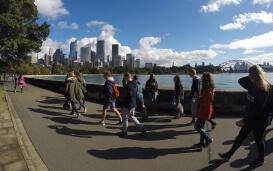 Austauschschüler vor Skyline in Sydney