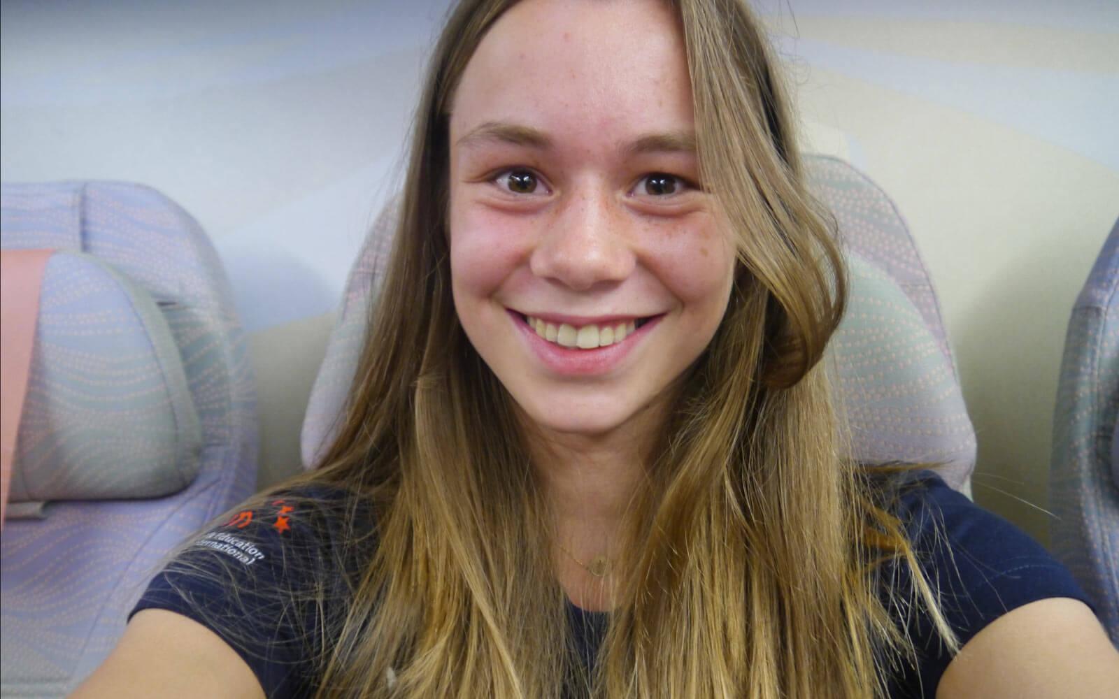 Stipendiatin Miriam im Flugzeug nach Neuseeland
