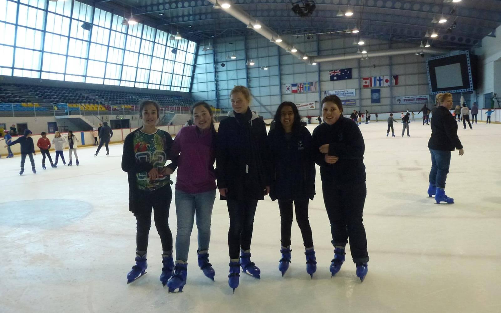 Lara beim Eislaufen in Australien