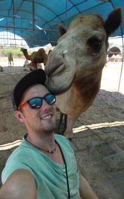 Dominik bei seinem Job als Kamel-Guide