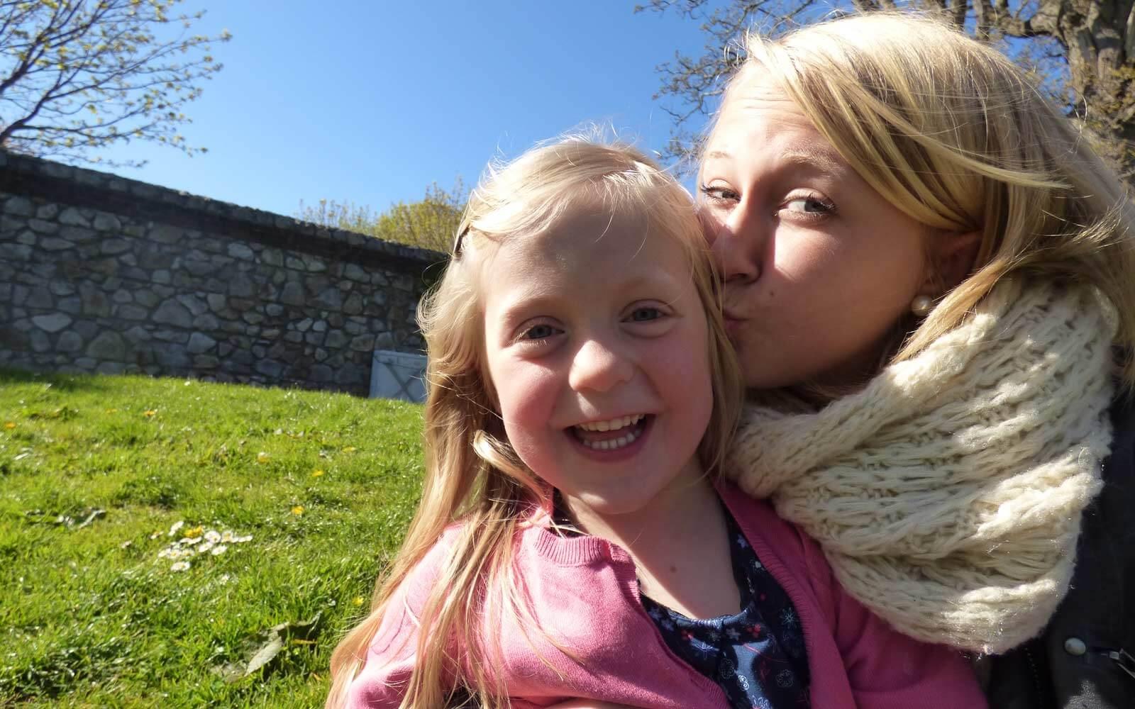 Demi-pair Nicole mit ihrem Gastkind Lucy in Irland
