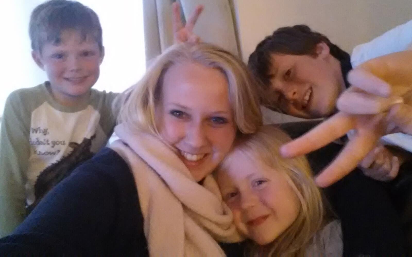 Demi-pair Nicole mit ihren Gastkindern Sam, Lucy und Josh