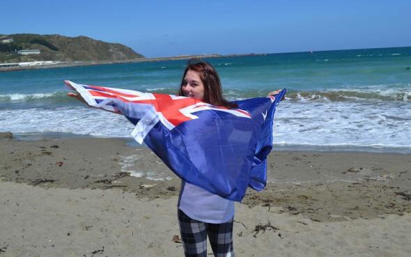bianca mit neuseeländischer flagge