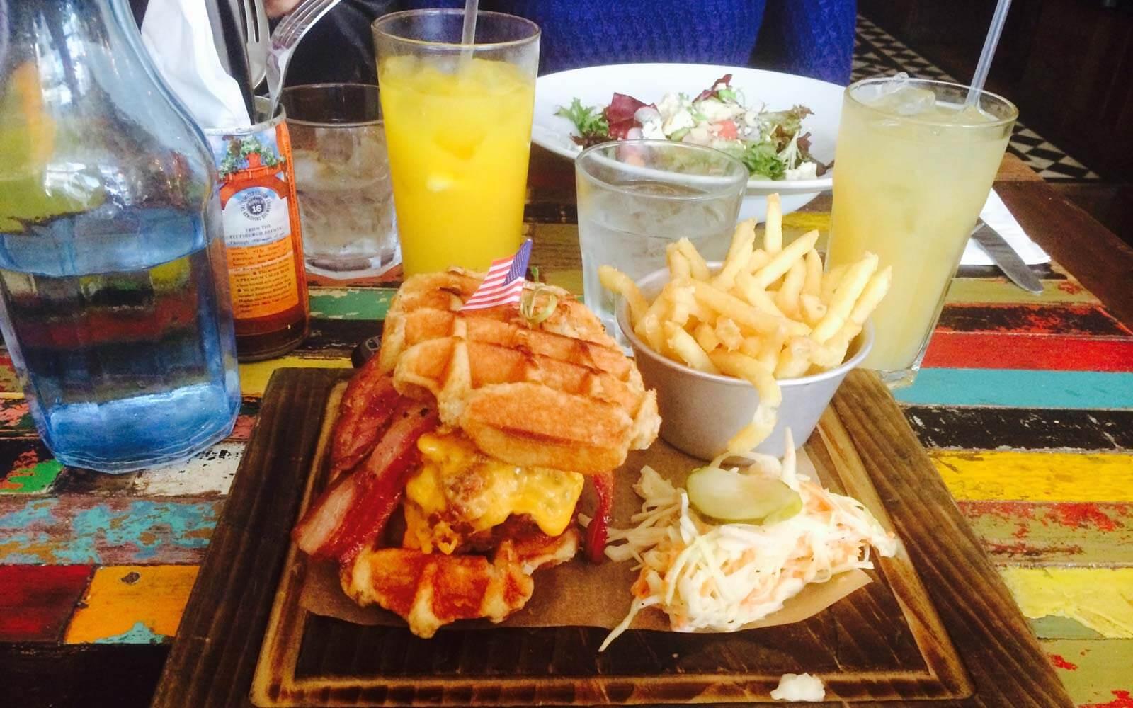 Burger und Pommes in London