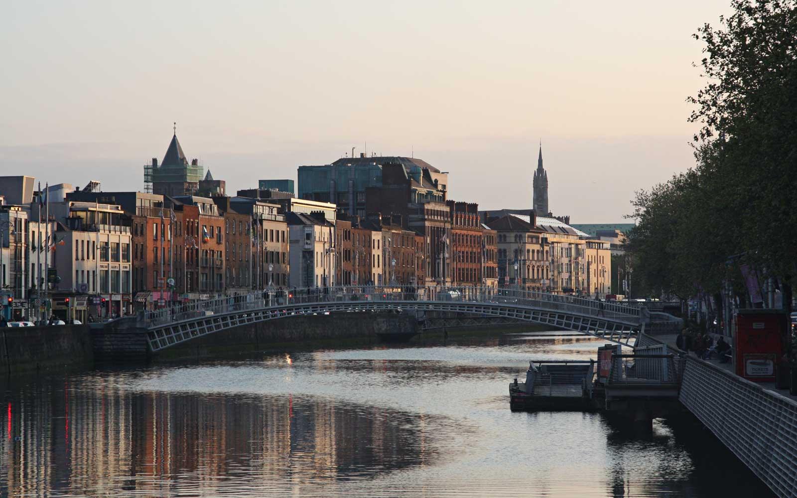 Ha'penny Bridge über die Liffey, Dublin