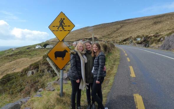 Demi-pair Nicole und ihre Freundinnen auf ihrer Kerry-Ring-Tour in Irland