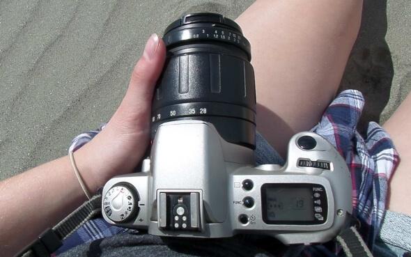 Myrnas Fotokamera am Strand von Foxton