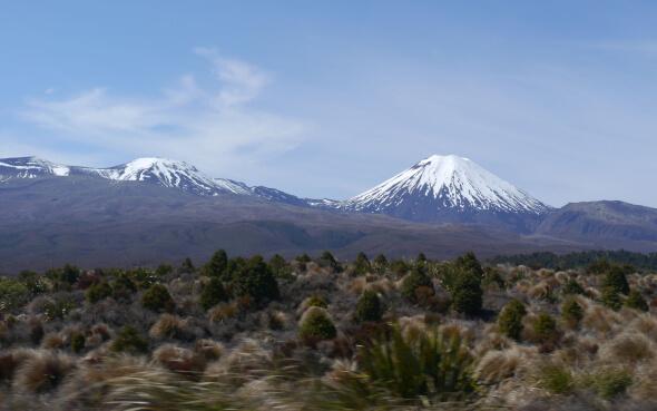 Nebelfreie Sicht auf Mt. Tongariro und Mt. Ngauruhoe