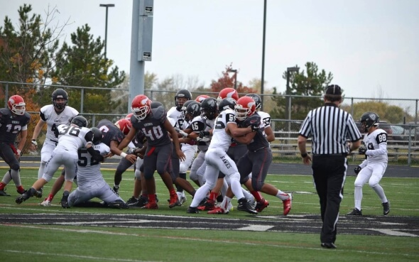 Football-Spiel der Lakota East Thunderhawks