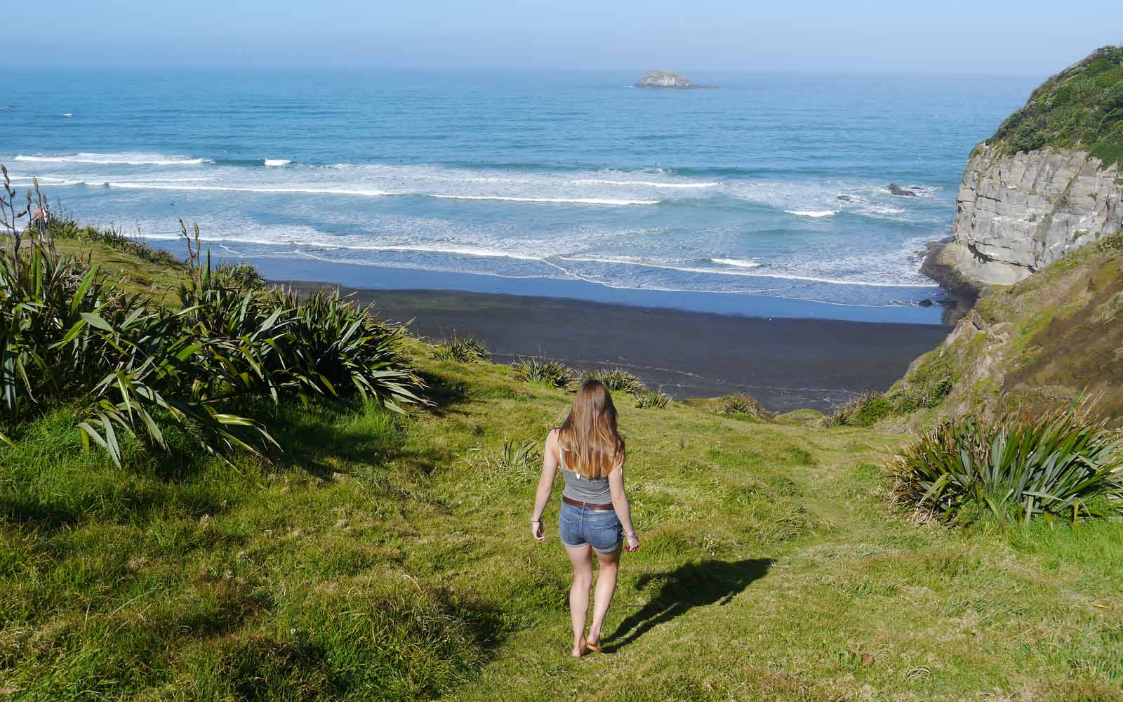High School-Stipendiatin Miriam unterwegs zum Muriwai Beach in Neuseeland