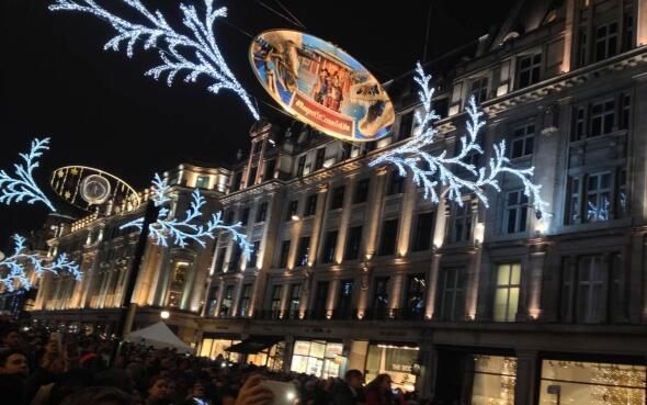 Anschalten der Weihnachtsbeleuchtung auf der Regent Street in London
