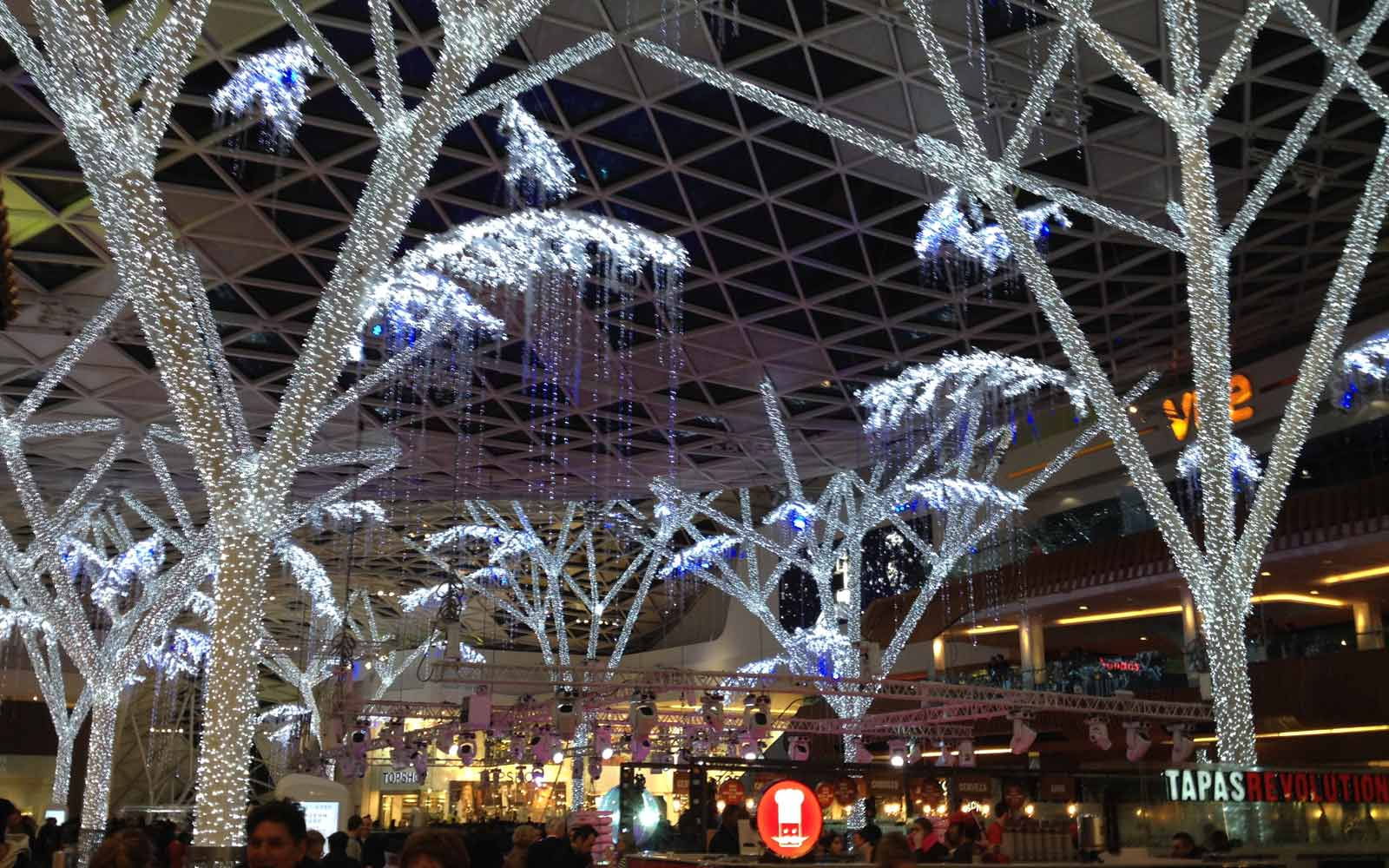 Weihnachtsbeleuchtung im Westfield Shopping-Center in London