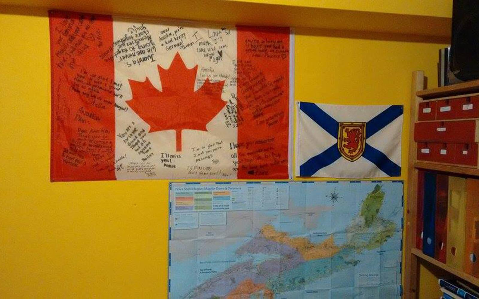 Kanada-Flagge in Annikas Zimmer