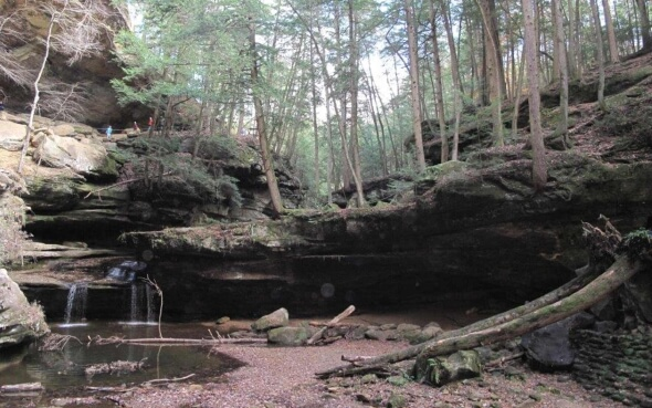 Landschaft im Hocking Hills State Park in Ohio