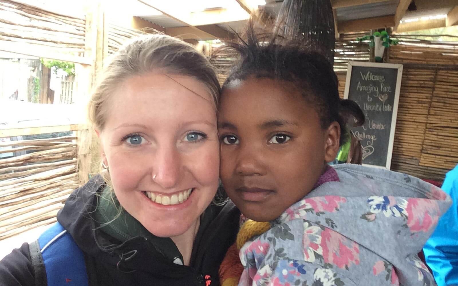 Lara beim Waisenhausprojekt
