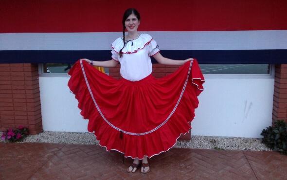 Amrei im traditionellen Gewand am Unabhängigkeitstag in Costa Rica