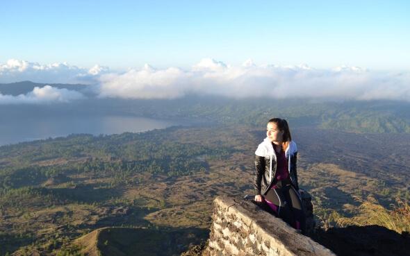 Gina auf dem Vulkan Mount Batur in Indonesien