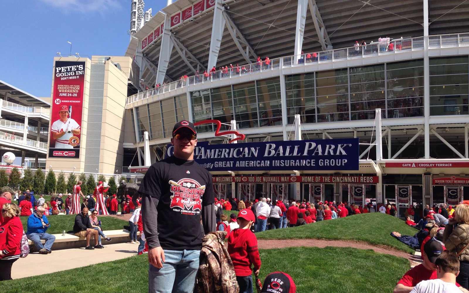 Austauschschüler Daniel vor dem Great American Ball Park