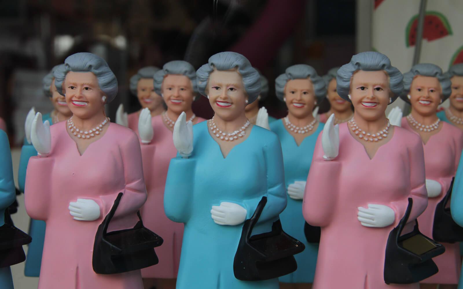 Sparen in London: Britischer Humor - Die Queen als Souvenir