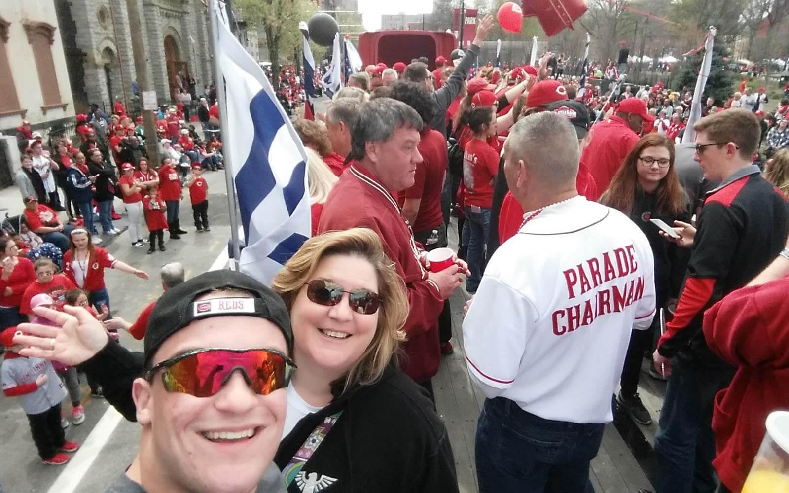 Daniel mit Hostmum bei Reds Opening Parade