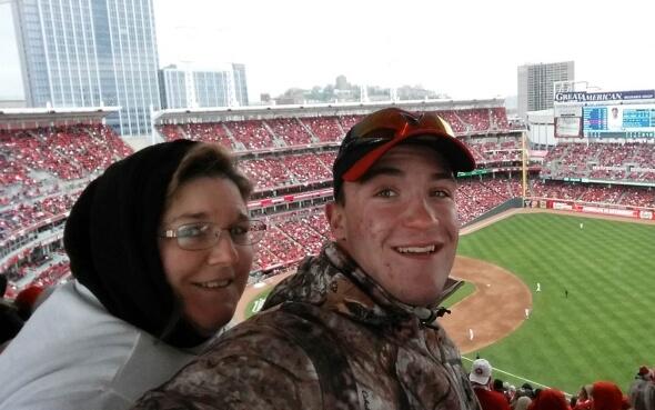Daniel mit Gastmutter im Great American Ball Park