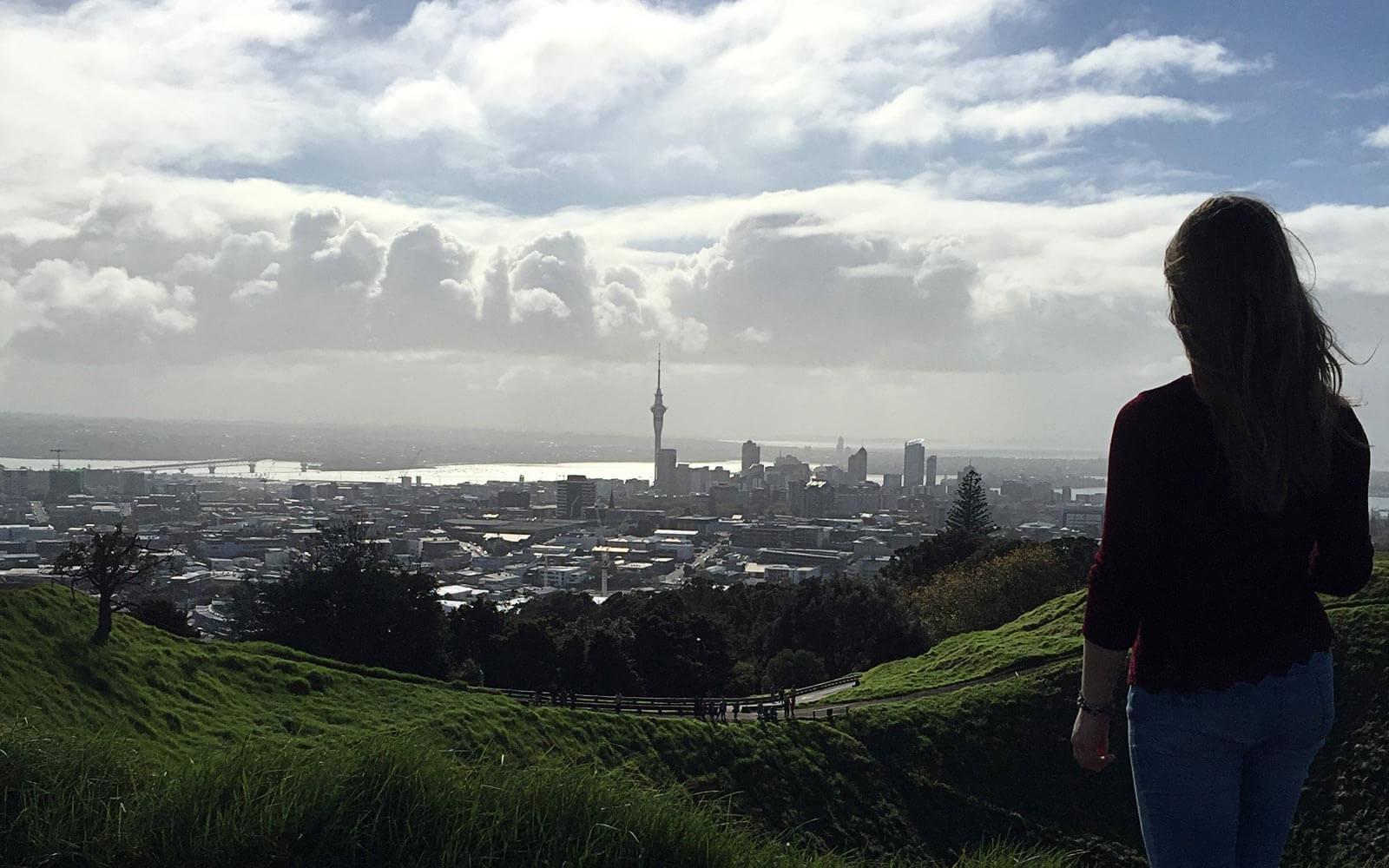 Blick von Mount Eden auf Auckland