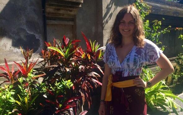 Leonie im Sarong auf Bali