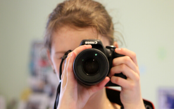 Merle mit Fotokamera