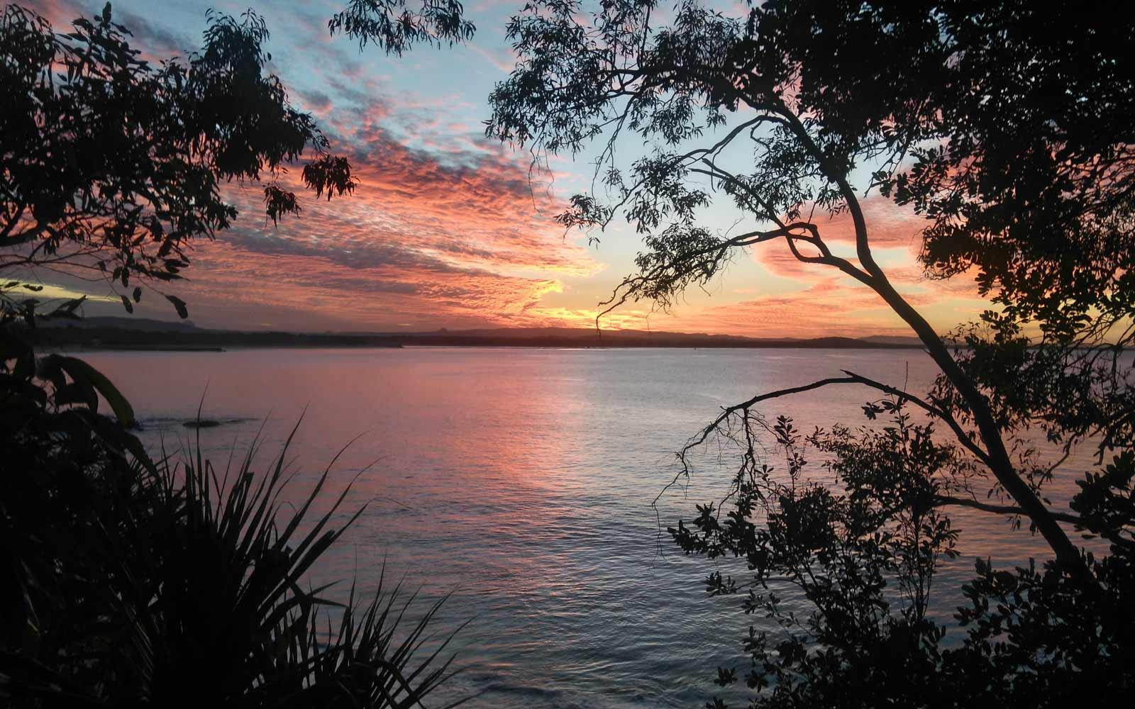 Sonnenuntergang am Meer in Noosa