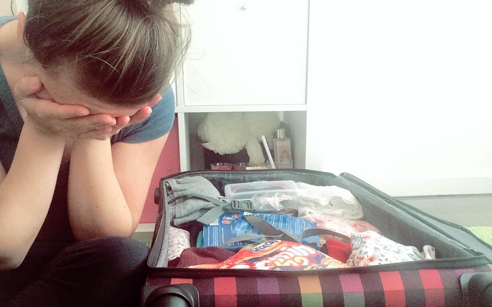 Verzweiflung beim Kofferpacken