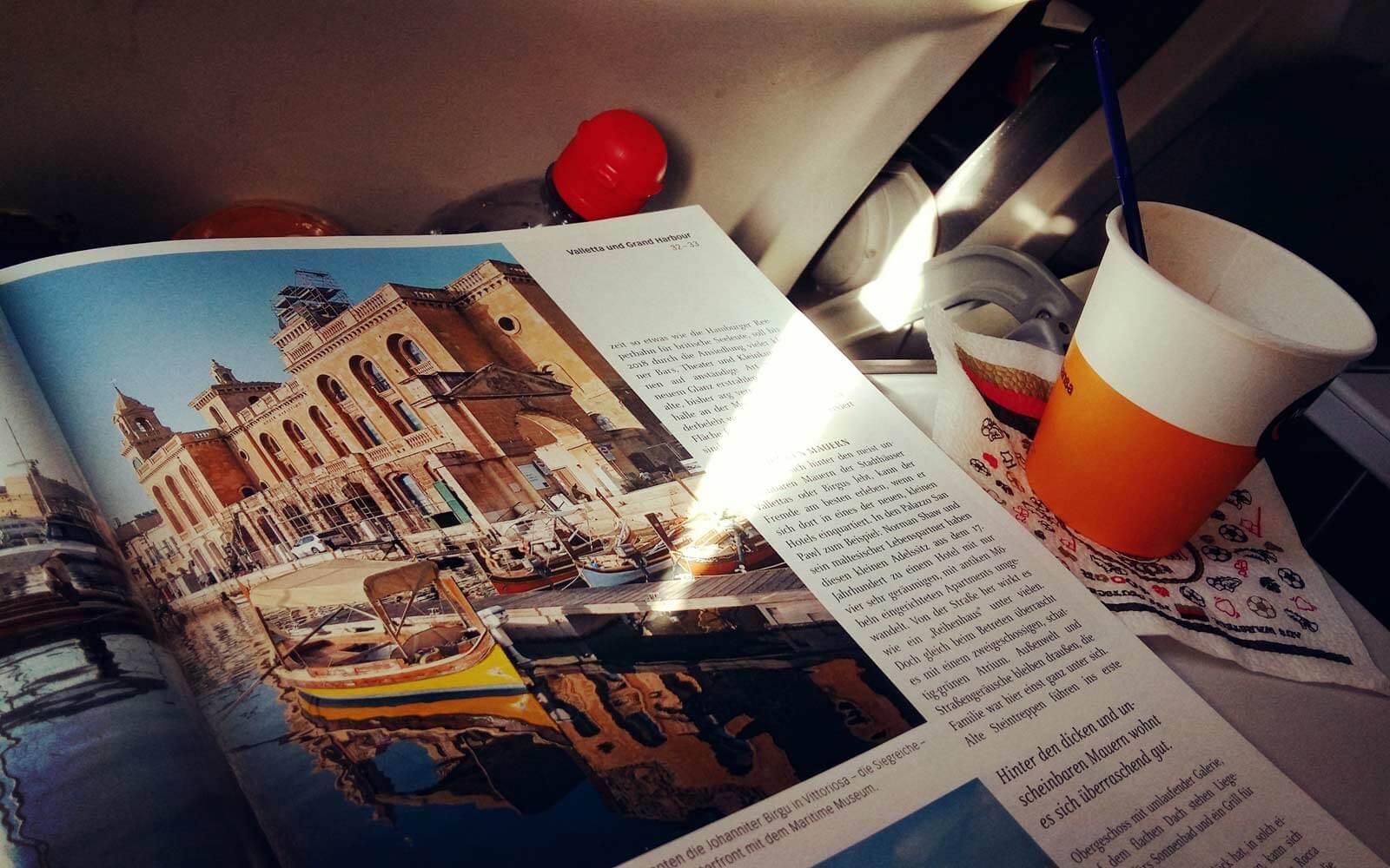 Vorfreude auf Malta im Flugzeug
