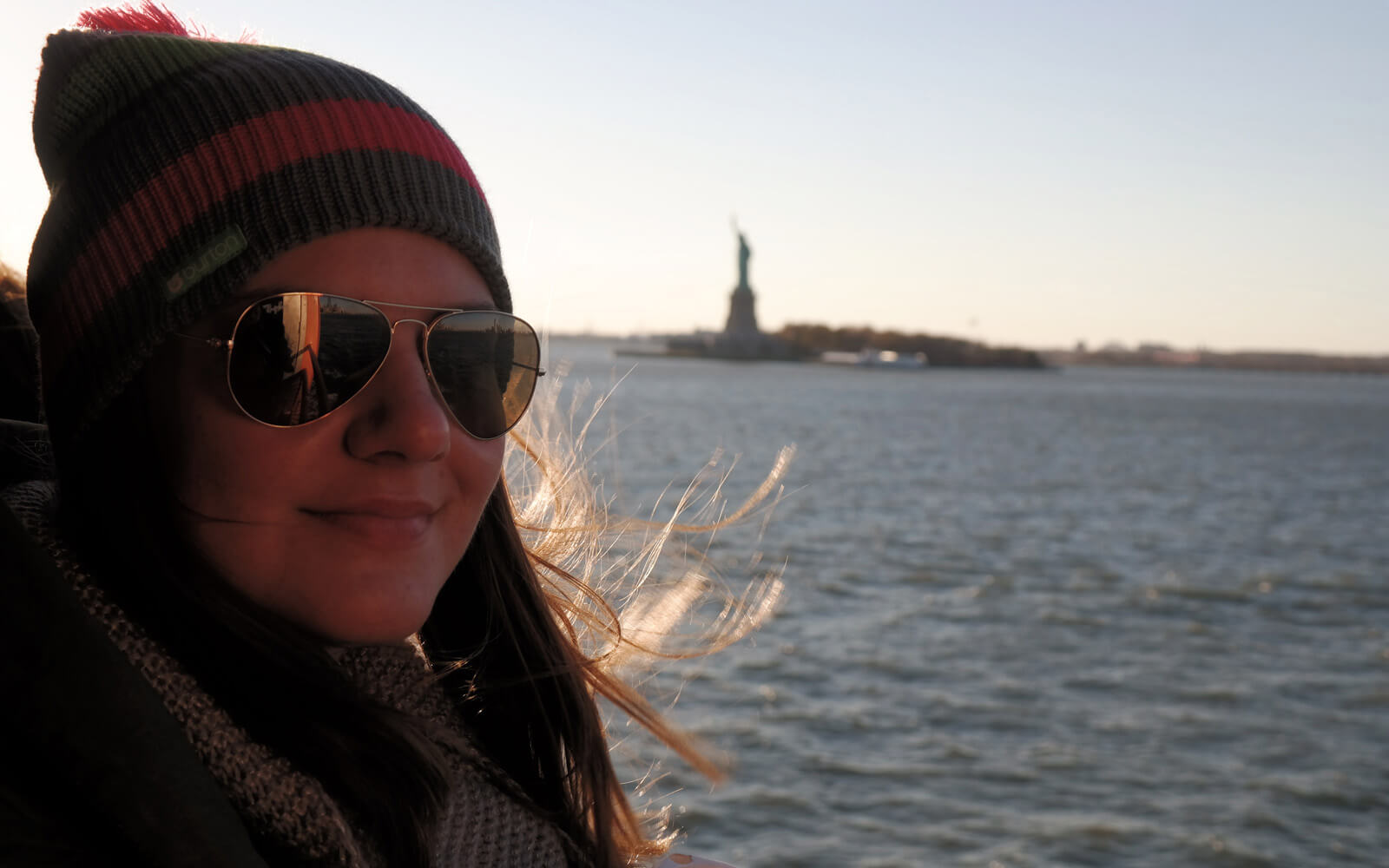 Vor der Freiheitsstatue in New York